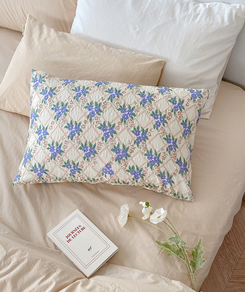Melia Vintage Flower Pillow Cover